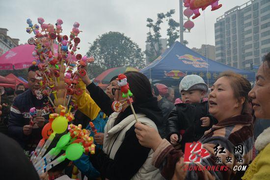 湘桂两地5万群众东安县城赶春社